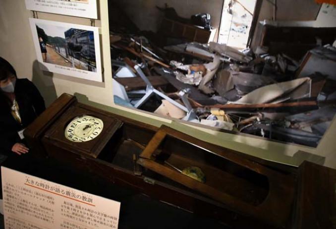 県立博物館に常設展示されている時計。津波が到達した午後3時20分で止まっている