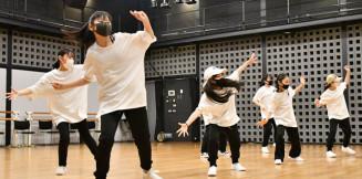 発表会に向けて練習に励むコントローラーダンスカンパニーのキッズダンサーたち