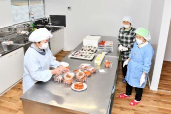 調理場を備える加工施設。地元産野菜の魅力を発信する