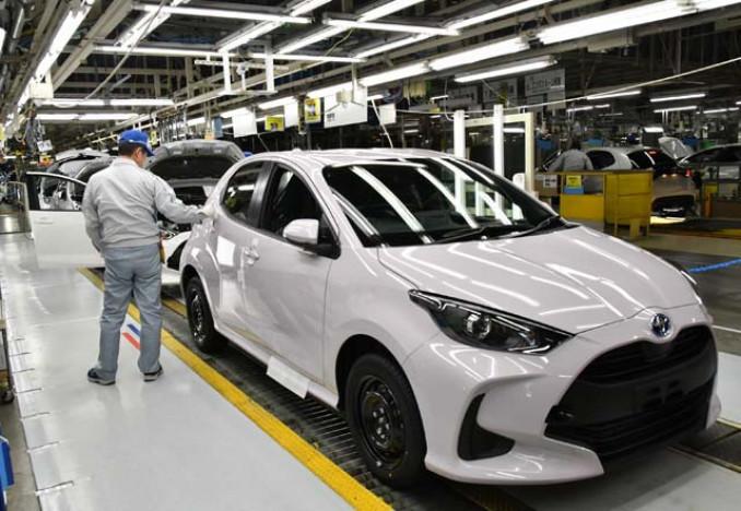 トヨタ自動車東日本岩手工場で生産されるヤリス=金ケ崎町