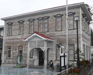 旧紫波郡役所庁舎と見た目がそっくりな「早池峰と賢治の展示館」