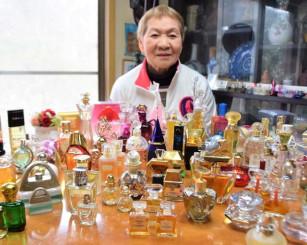 大槻登志さんが収集した個性豊かなデザインの香水瓶