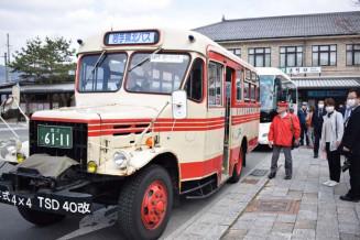 民話の里を巡るバスツアーの出発点となるJR遠野駅前。ボンネットバスが運行される日もある