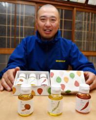 県産食材で香り付けしたフレーバーオイルをPRする小野寺伸吾代表