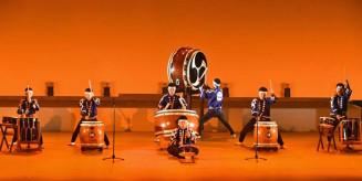 華麗なばちさばきを披露した山木屋太鼓のメンバー