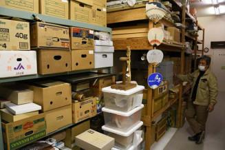 多数の郷土資料を収蔵するえさし郷土文化館。防災や継承、活用など、さまざまな観点から膨大な資料の網羅的調査とリスト化が欠かせない=奥州市江刺