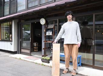 カフェでランチ提供を始める田端涼輔さん。店を拠点に地域を盛り上げる
