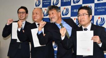 ものづくり産業の人材育成を進める(右から)佐藤正由さん、荒木信夫校長、菊地重人さん、加藤宏和さん