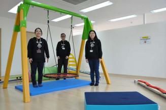 ブランコや跳躍器具などの大型遊具も備えるエコルド盛岡茶畑教室