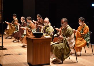 追悼法要で東日本大震災の犠牲者をしのぶ寺院関係者
