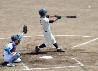平舘-高田 2回裏平舘2死満塁、佐々木が適時打を放ち3-1と逆転する=一関