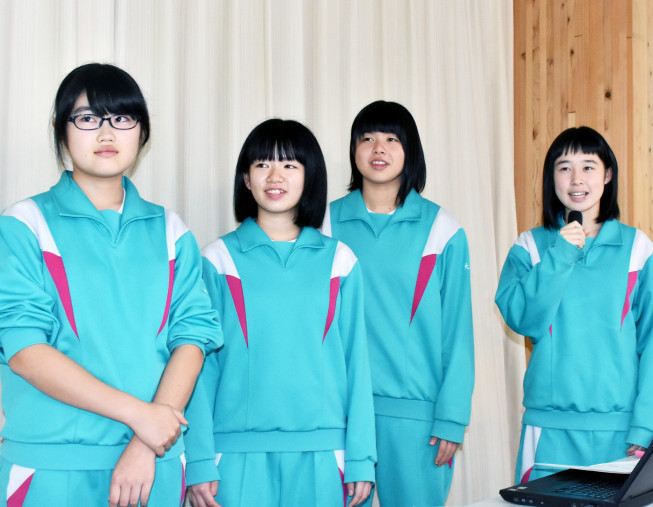 語り部を務める10日の全体会のリハーサルに取り組む大槌学園の生徒