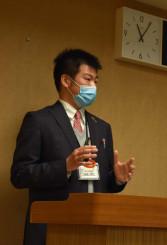 「市中感染が起きている」と警戒を呼び掛ける矢野亮佑所長=27日、盛岡市役所