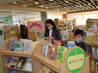 移転後10カ月で利用者10万人を超えた久慈市立図書館