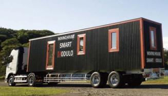 北洲が北上市内の工場で生産を開始したスマートモデューロ。トレーラーで運搬できる(同社提供)