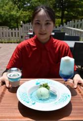 八幡平ドラゴンアイに見立てた(左から)パンナコッタ、チョコミントアイスクリーム、クリームソーダ