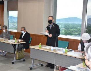 設立総会でミュージアム運営に意気込みを示す照井顕さん(中央)
