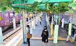 涼しげな音、列車待つひとときに 奥州2駅に南部風鈴飾り付け