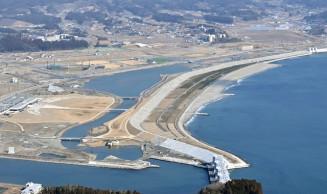 高田松原の砂浜=2月21日、本社特別機から撮影=陸前高田市
