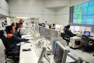 119番通報を受信する横浜市保土ケ谷区の市消防司令センター