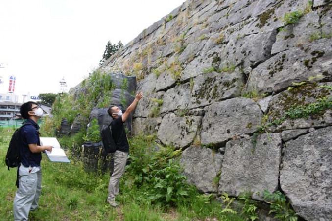 修復作業が本格化する盛岡城跡の三ノ丸石垣
