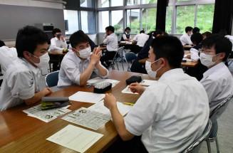 復興事業の施設整備について意見を交わす生徒