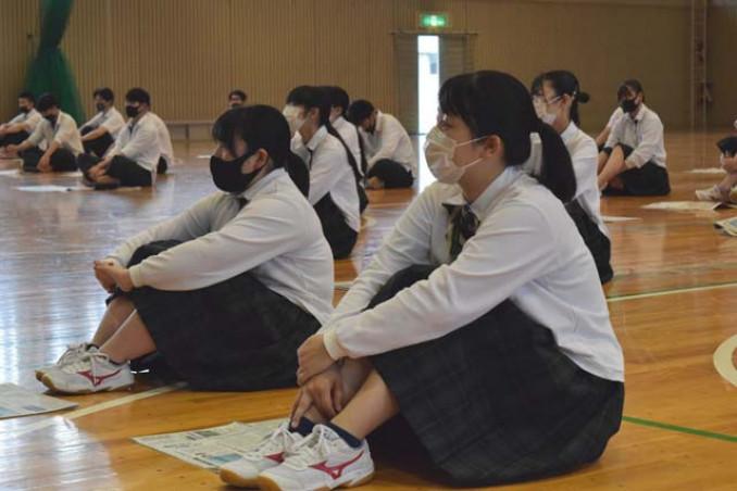 震災報道や新聞記者の仕事に理解を深める沼宮内高の生徒