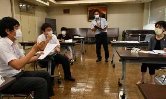 NIEの授業改善に向けて意見を交わす参加者
