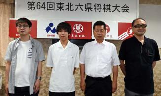 5位の岩手県チーム。左から先鋒・昆隆志三段、大将・岩崎唯人二段、副将・小島常明五段、盾石拓監督