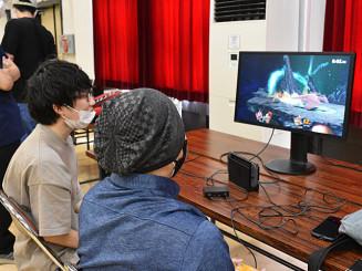 コンピューターゲームの腕前を競う出場者