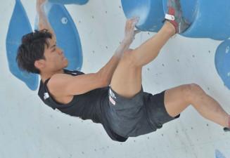 男子複合予選 ボルダリングで3完登し4位につけた東京五輪代表の楢崎智亜(TEAM au)