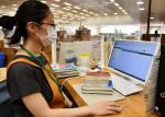 本の貸し出し非接触で 北上市立図書館、IC機器が瞬時に処理