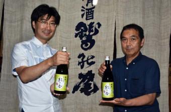 「クラ・マスター2021」の純米大吟醸酒部門で上位5点選出を喜ぶ工藤朋社長(左)と石井勝洋製造部長