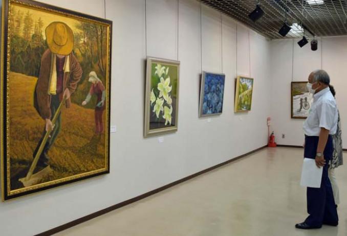 個性豊かな作品が並ぶ油彩展
