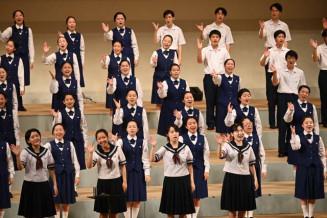 震災復興を祈り、歌声を重ねる釜石高と不来方高の生徒