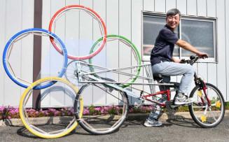 ユニークな応援自転車を作り、日本選手の活躍を願う小原隆規さん