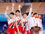 日本、体操男子団体「銀」 初代表4人、2連覇ならず