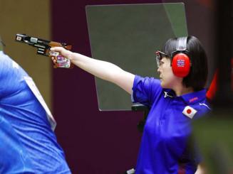 女子25メートルピストル予選前半 出場した佐々木千鶴=自衛隊朝霞訓練場