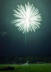 口内町を明るく照らした打ち上げ花火