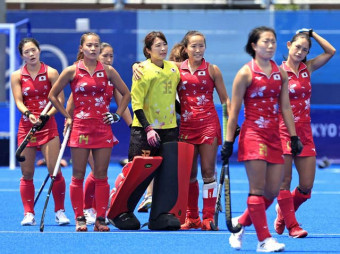 スペインに敗れた瀬川真帆(左から2人目)、及川栞(右から3人目)ら日本
