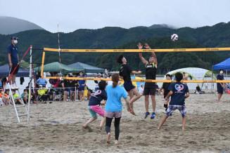 熱戦が繰り広げられたビーチバレーボール大会