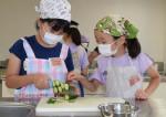 夏野菜ピザ、生地から挑戦 久慈で子ども料理教室