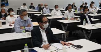 ILC実現へ最新動向を学ぶ本県の議連メンバー