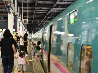 Uターンが本格化したJR盛岡駅の新幹線上りホーム=14日午後2時10分