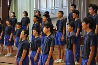 震災への思いを巡らせ、合唱練習に励む宮古・一の生徒