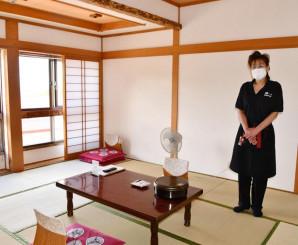 畳や壁紙を張り替え、明るい雰囲気に一新した客室