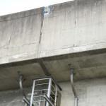 新幹線高架橋からコンクリ片が落下 一ノ関駅付近駐車場に
