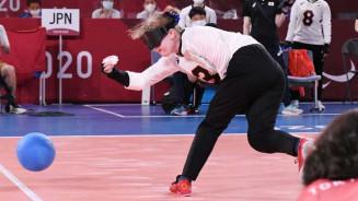 女子1次リーグ 日本-トルコ 前半、力強いフォームでシュートを放つ欠端瑛子=千葉市・幕張メッセ(整理部・及川慶修撮影)