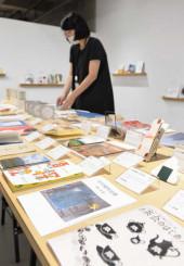 感性とアイデアにあふれた本が並ぶ「アートブックターミナル東北2021」