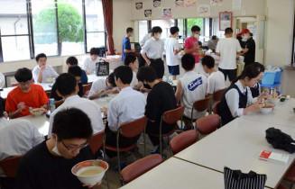 長きにわたって生徒のおなかを満たしてきた盛岡一高の食堂。今月いっぱいで営業を停止する